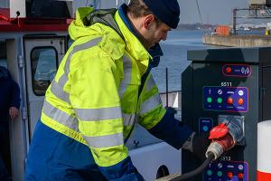 Belgian and Dutch inland ports want a single uniform onshore power system